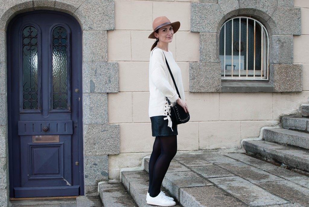 look mode jupe simili et pull maille le petit monde d'elodie