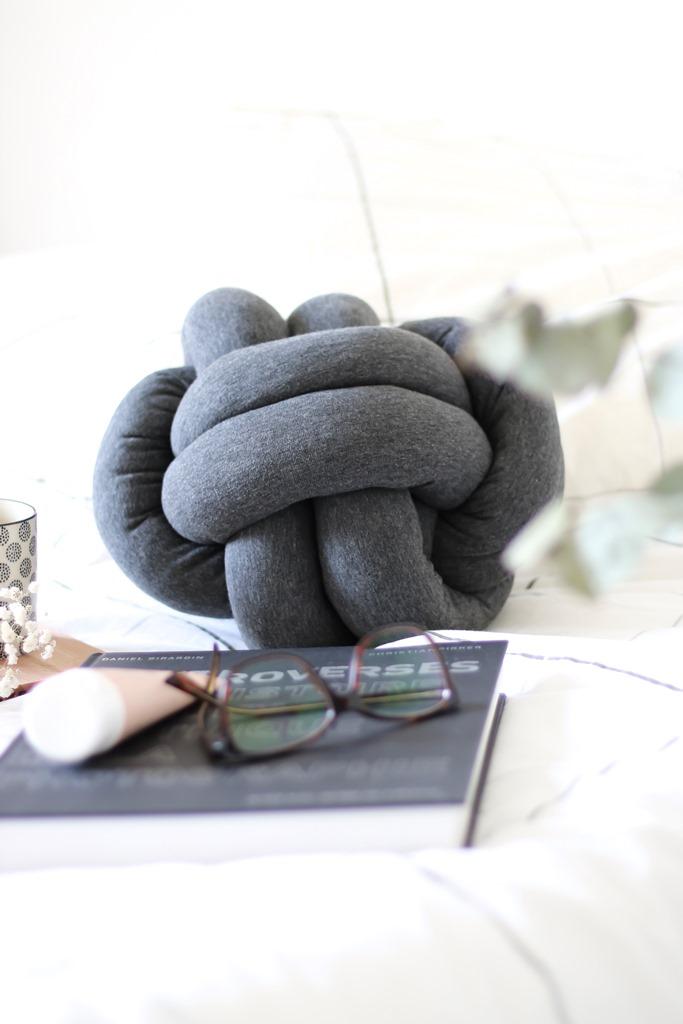 knot pillow diy lepetitmondedelodie