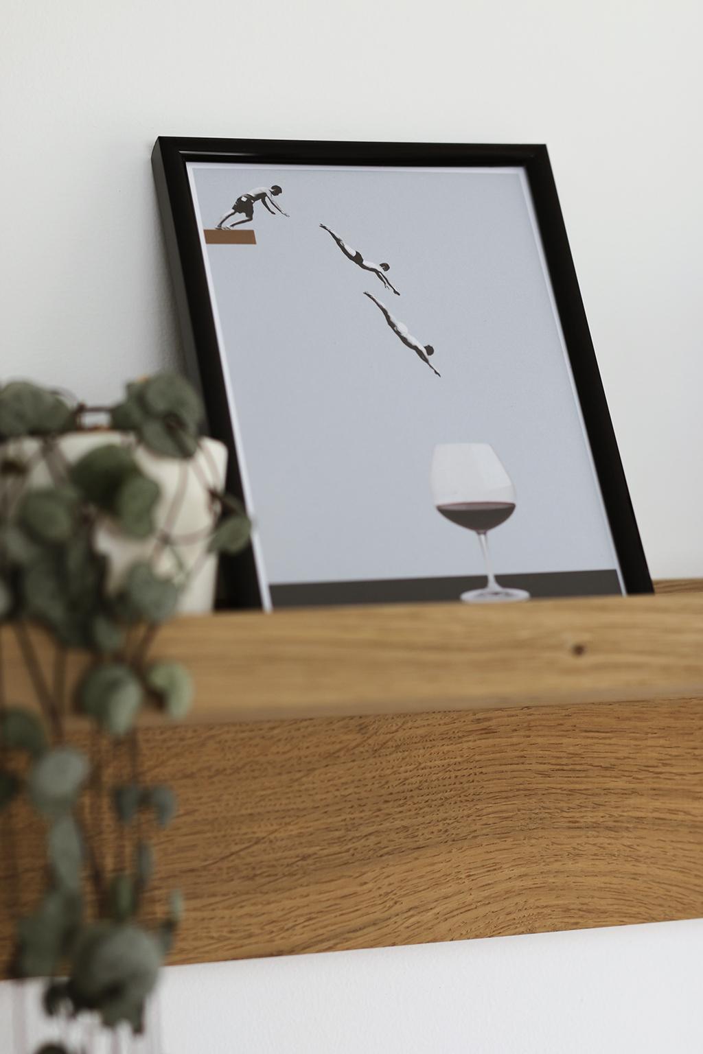 affiche plongeurs qui sautent dans un verre de vin