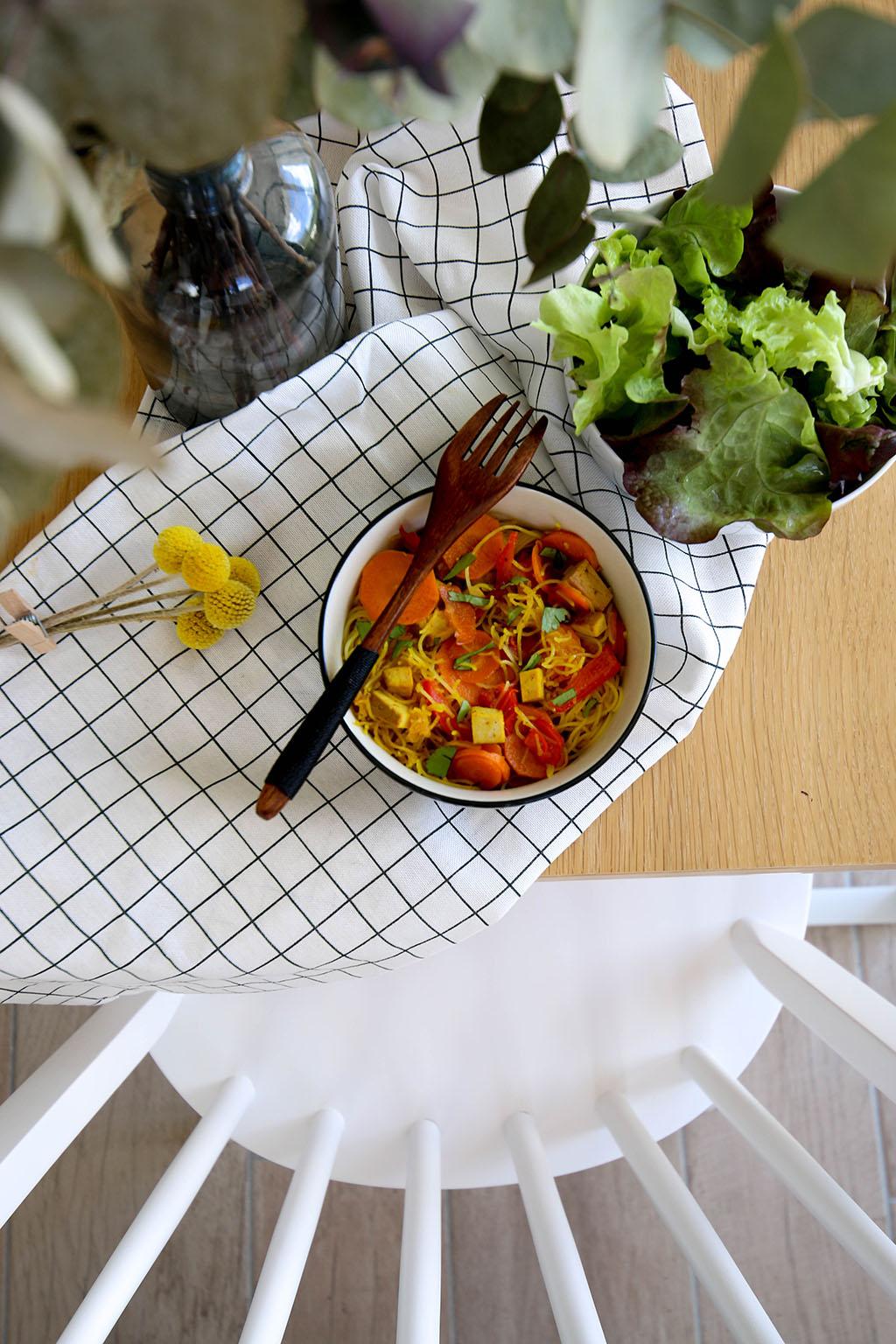 bol avec vermicelles de riz et carottes