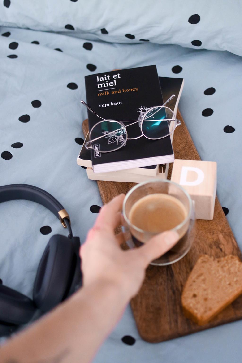 tasse de café au lit