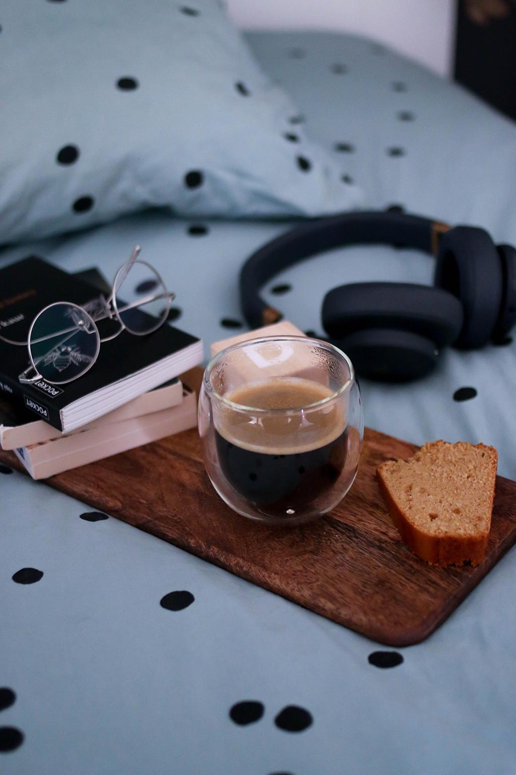 café sur planche en bois