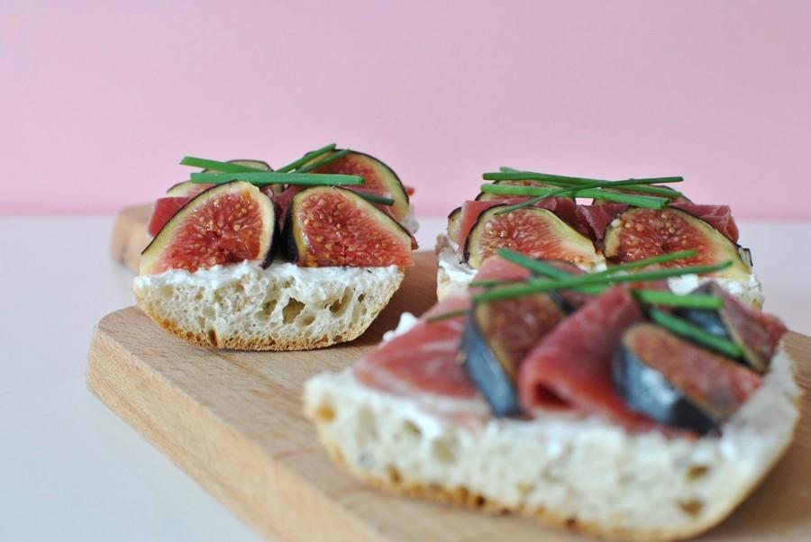 Tartines aux figues chèvre et jambon de parme recette automne le petit monde d'elodie