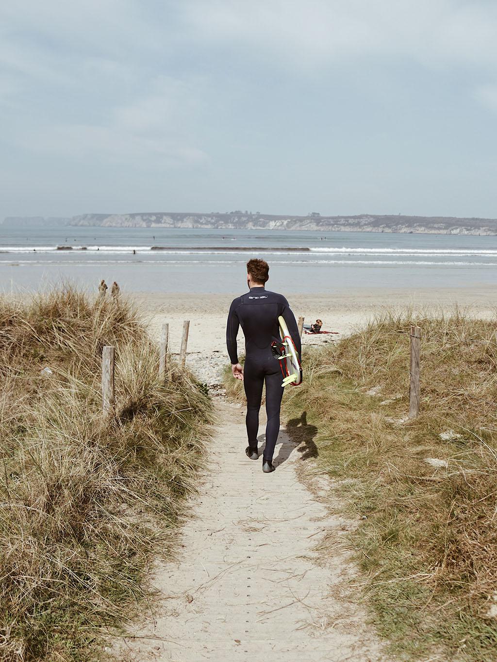 surfeur dans le finistere