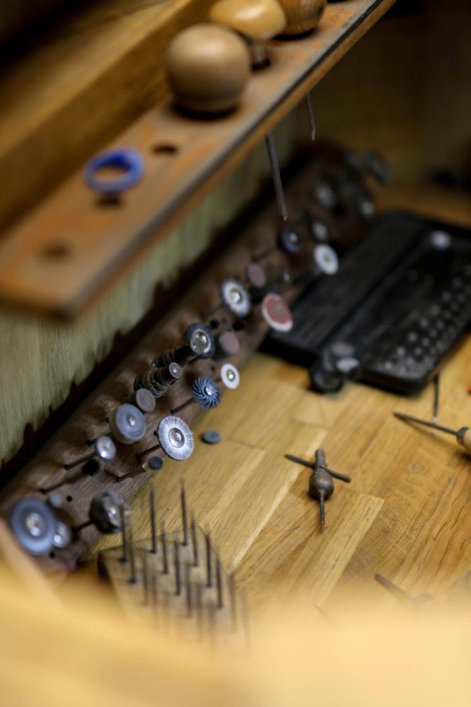 matériel dans un atelier de joaillerie