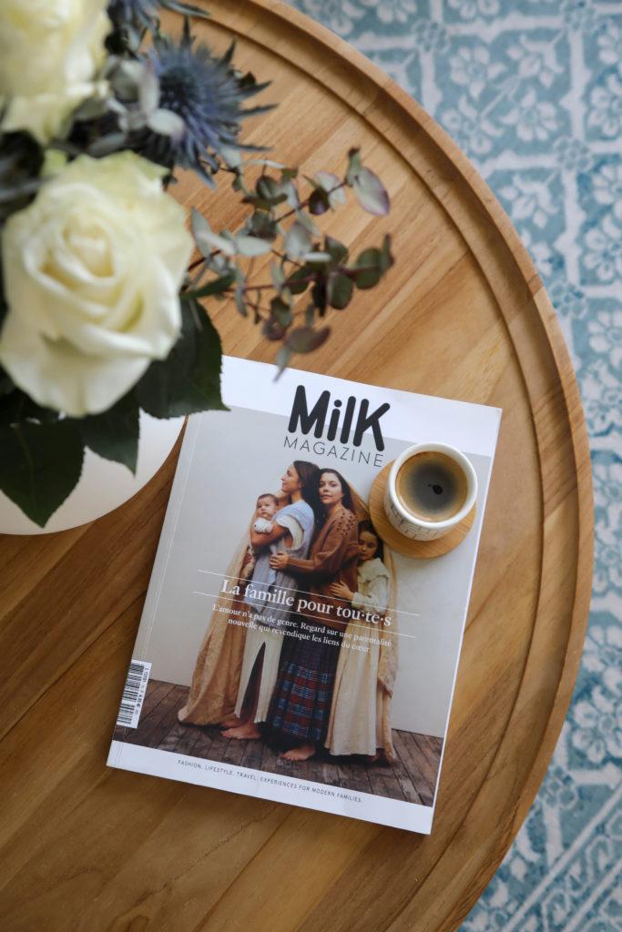 magazine milk sur une table basse