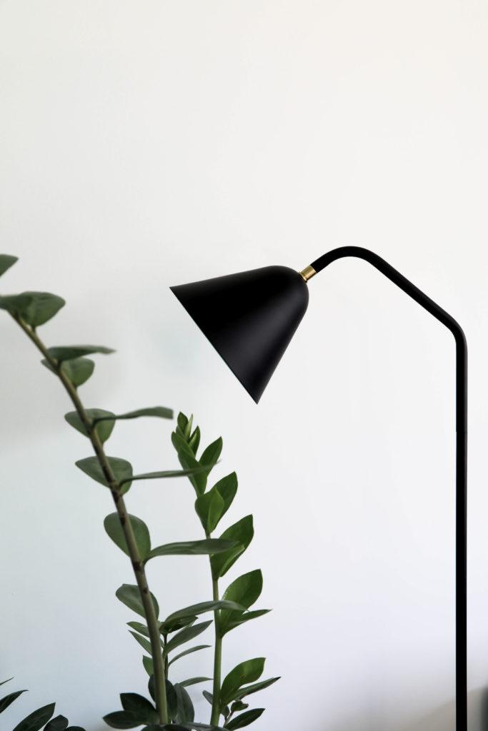 lampe sur pied minimaliste en noir