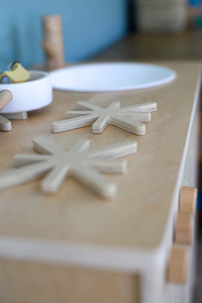 zoom sur cuisine jouet en bois